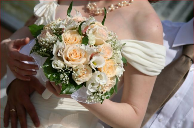 wedding-reception-flowers-cost.jpg