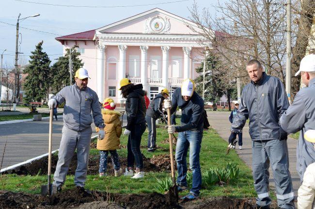 ДТЭК Луганская ТЭС высаживает розы